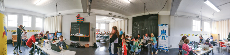 Kids, helpers and mentors hacking away at CoderDojo Nürnberg #7